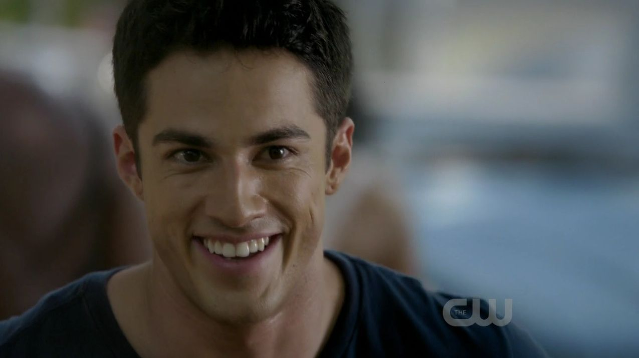 Michael Trevino - HD Wallpapers